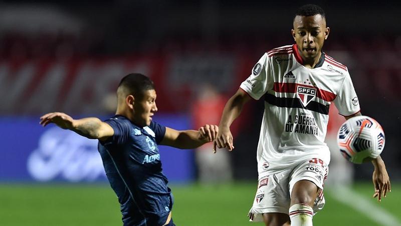 Imagem ilustrativa da notícia: São Paulo perde gols e apenas empata com Racing