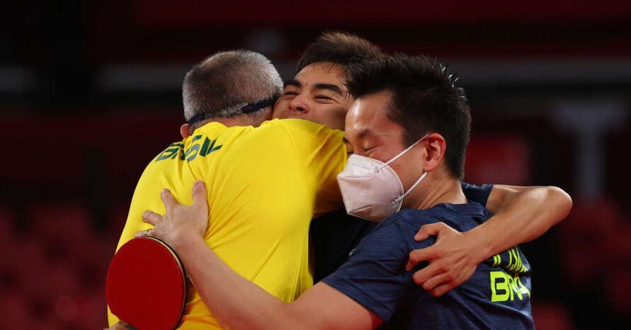 Em partida emocionante, a equipe masculina brasileira de tênis de mesa venceu a Sérvia por 3 a 2