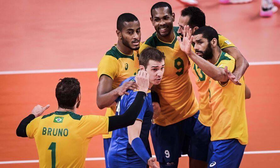 Imagem ilustrativa da notícia: Brasil vence França e se classifica em 2º no vôlei masculino