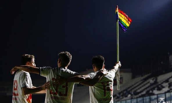 Imagem ilustrativa da notícia: Vasco vence e faz manifestação pró LGBTQIA+