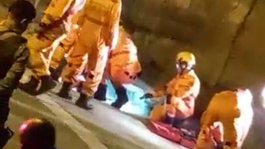 Homem foi resgatado por agentes do Corpo de Bombeiros