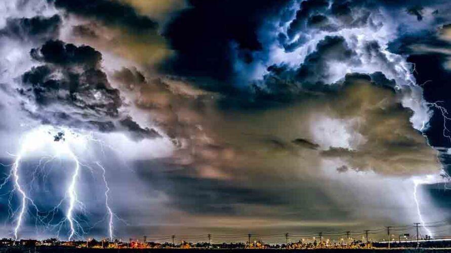 O fenômeno assustou os moradores de Acapulco e foi observado através de flashes no céu