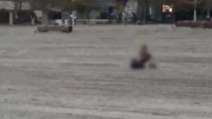 Imagem ilustrativa da notícia: Policia identifica casal flagrado fazendo sexo em praia