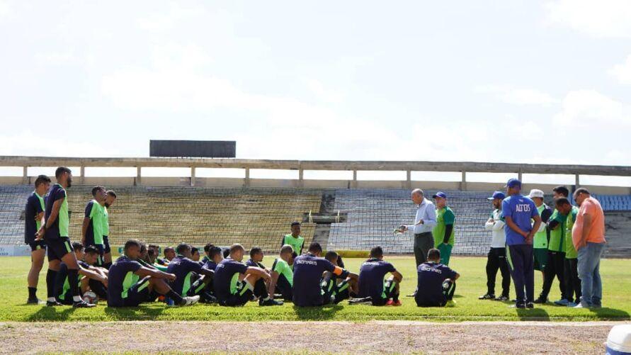 Equipe do Altos-PI em preparação antes do último jogos contra a equipe do Santa Cruz