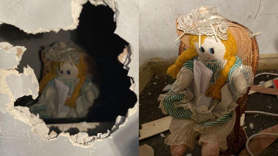 Imagem ilustrativa da notícia: Morador acha boneca com bilhete macabro dentro de parede