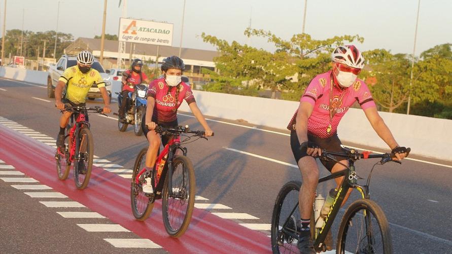 Segundo o CTB os ciclistas devem utilizar ciclofaixas, ciclovias ou acostamentos