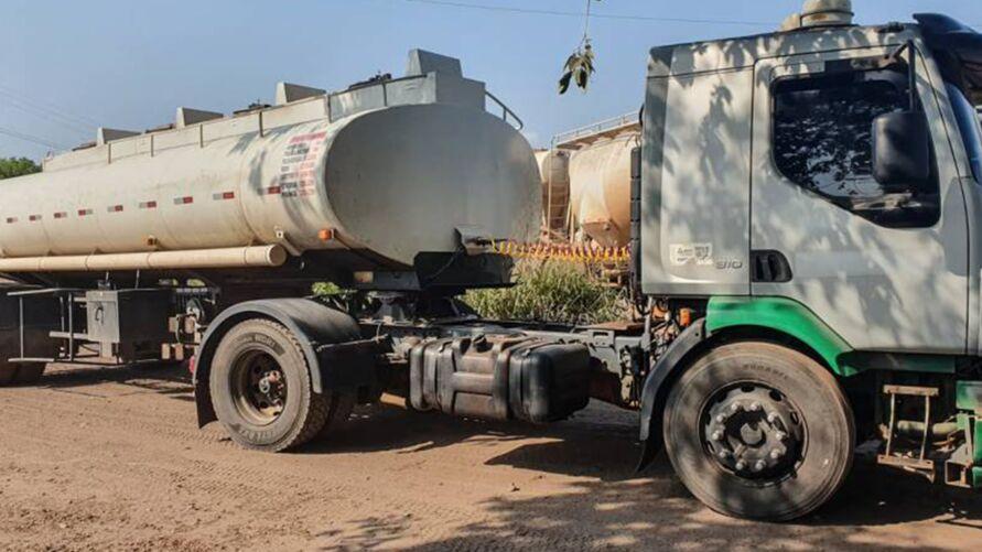 Imagem ilustrativa da notícia: Ação apreende caminhão com 20 mil litros de diesel