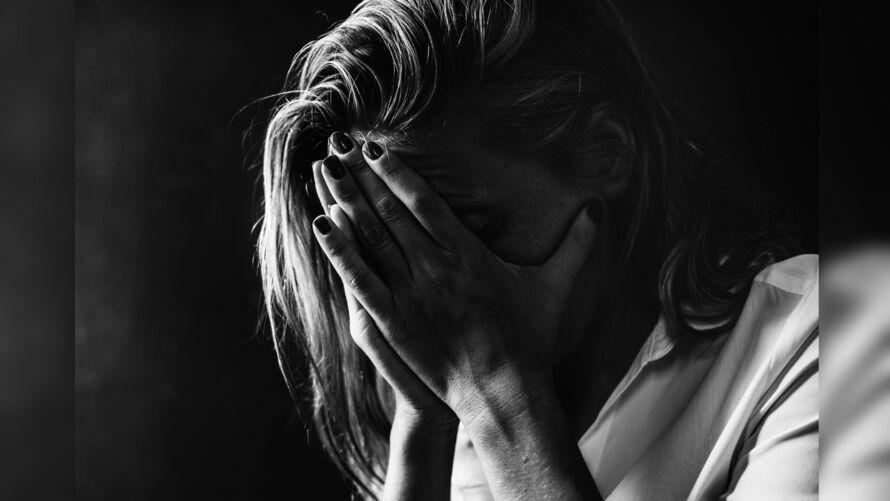 Levantamento mostra que mulheres e jovens são os mais afetados.