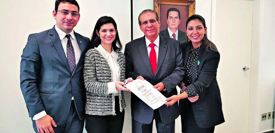 Senador Jader recebeu em seu gabinete, antes da pandemia, o ouvidor geral do Estado, Arthur Houat, Nayara Barbalho e Flávia Marçal, e integrantes do Grupo de Trabalho e Estudo sobre o Autismo.