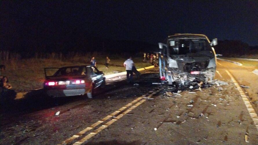 Os três mortos estavam na caminhonete, que colidiu de frente com o micro-ônibus do time de vôlei Curitibanos