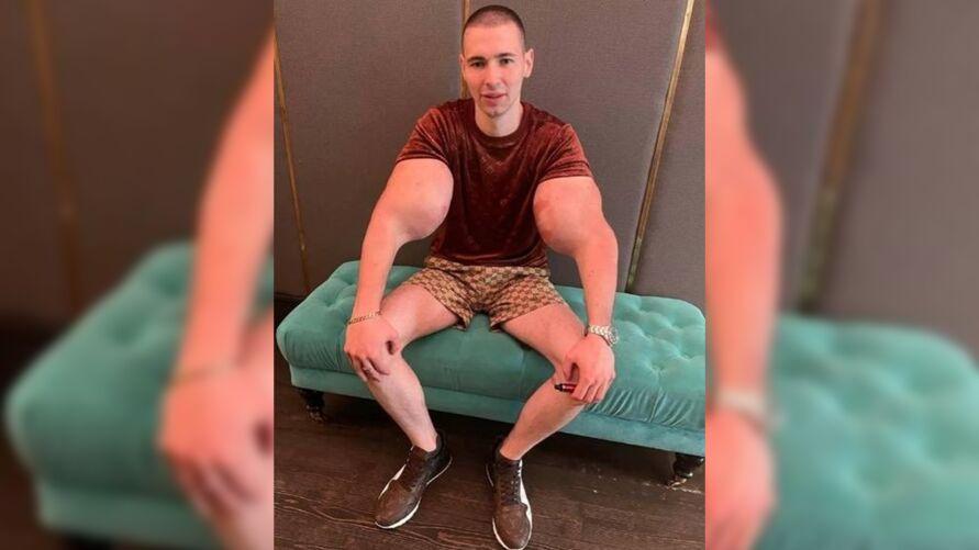 """Kirill gosta de exibir os braços em suas redes sociais e também se intitula de """"mãos de bazuca""""."""