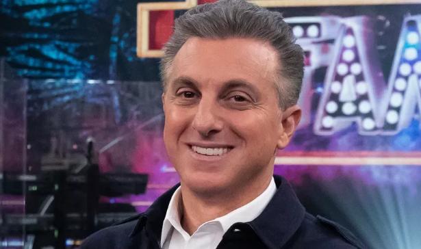 Globo avalia saída de Huck dos domingos a partir de abril de 2022