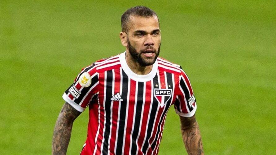 Dani Alves entra na mira de clube carioca