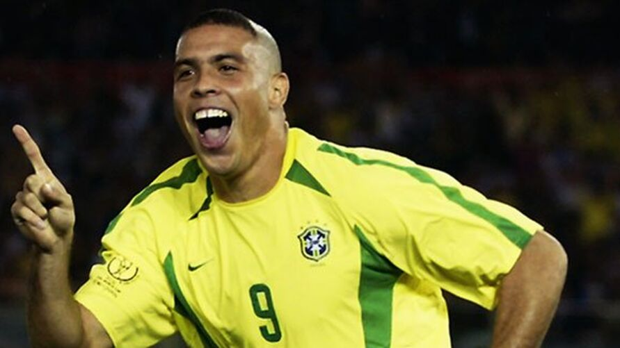 Ronaldo Fenômeno completa 45 anos