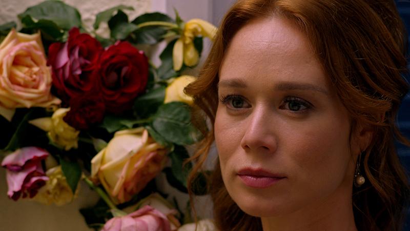 """Mariana Ximenes tem os olhos """"cigana oblíqua e dissimulada"""" da personagem"""