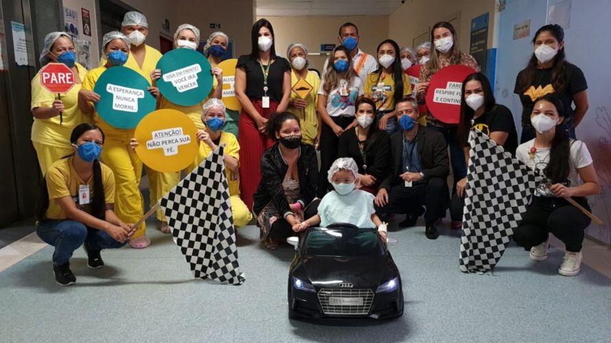 Imagem ilustrativa da notícia: Carrinho elétrico alivia tensão de crianças em hospital