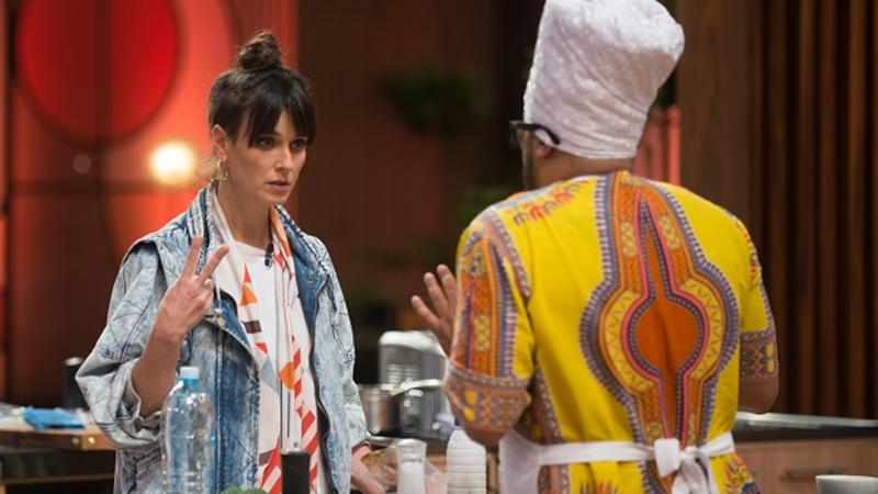 Chef Helena Rizzo avalia o prato de Sérgio