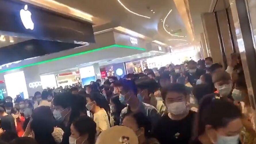 Lançamento do novo Iphone provocou correria na China