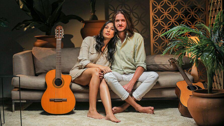 """Imagem ilustrativa da notícia: Bruna Magalhães e Rubel lançam canção """"No teu pescoço"""""""