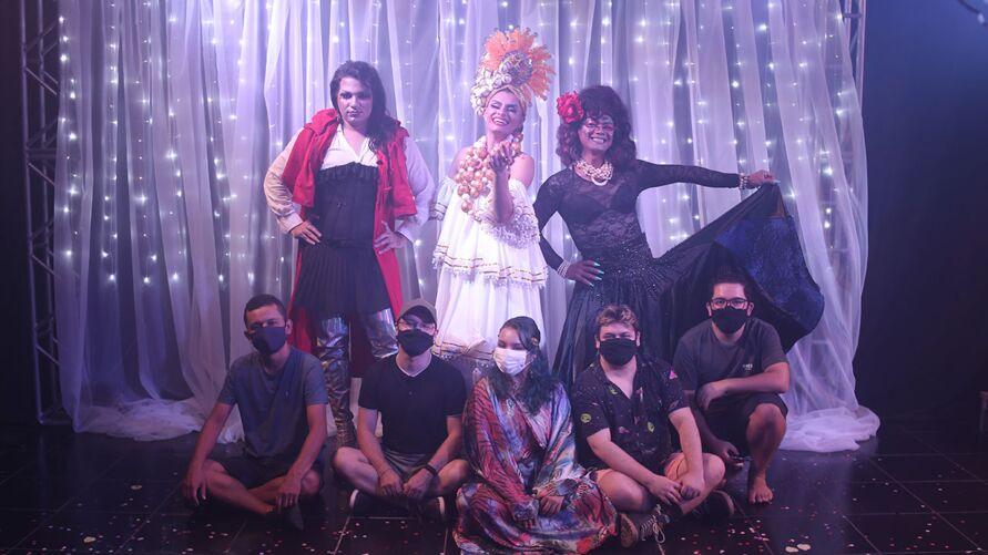 Imagem ilustrativa da notícia: Sarau online reúne teatro, música e performance de drags