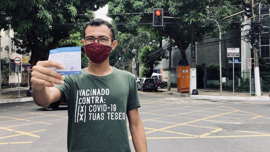 O publicitário Thiago Favacho já tomou as duas doses da vacina Astrazeneca e garantiu descontos e gratuidades em Belém.