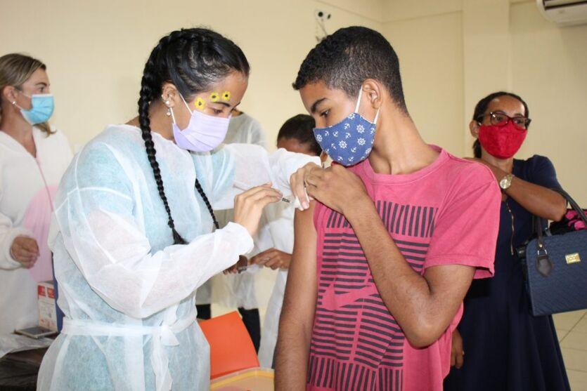 Mais de 10 mil adolescentes já receberam a 1ª dose da vacina