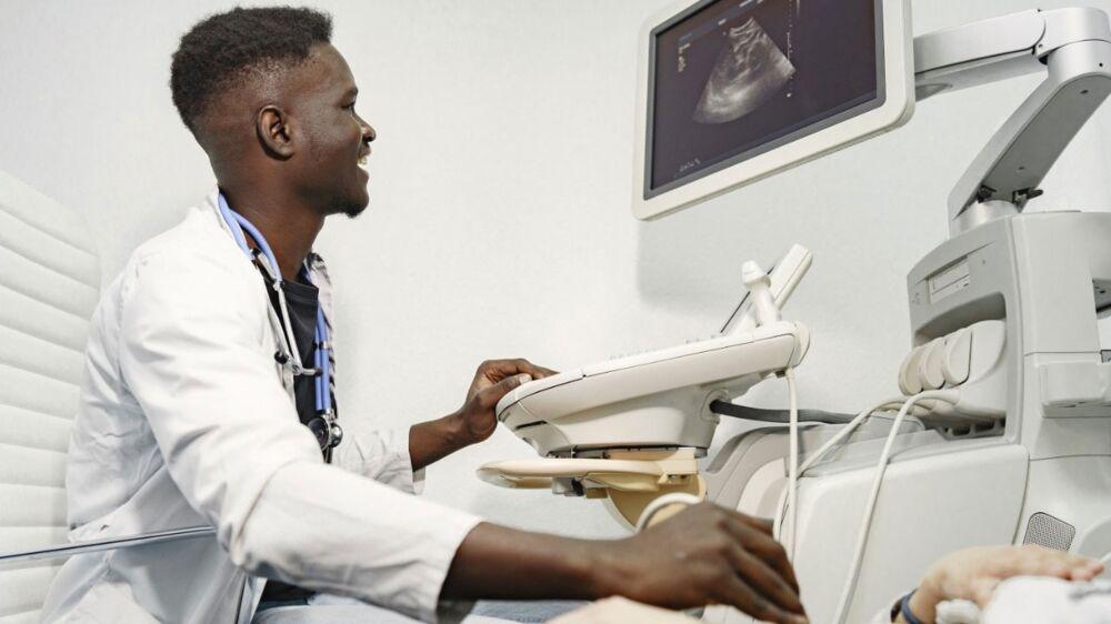 A prefeitura busca prestadores de serviço em nove especialidades, tais como: ultrassonografista, cirurgião geral, pediatra, ginecologista, cardiologia, ortopedista, psiquiatra, geriatra e dermatologista.