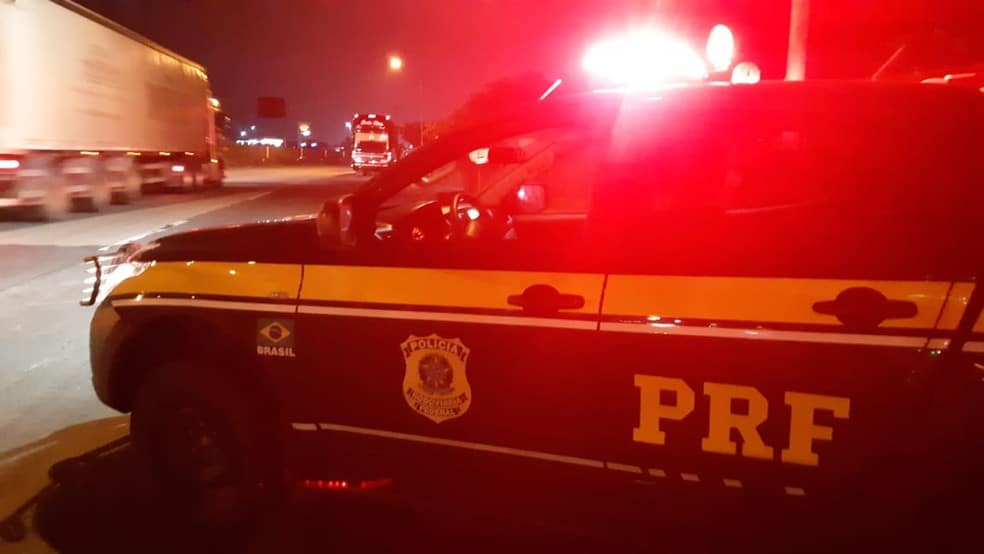 Imagem ilustrativa da notícia: Foragida da justiça é presa dentro de ônibus na BR-155