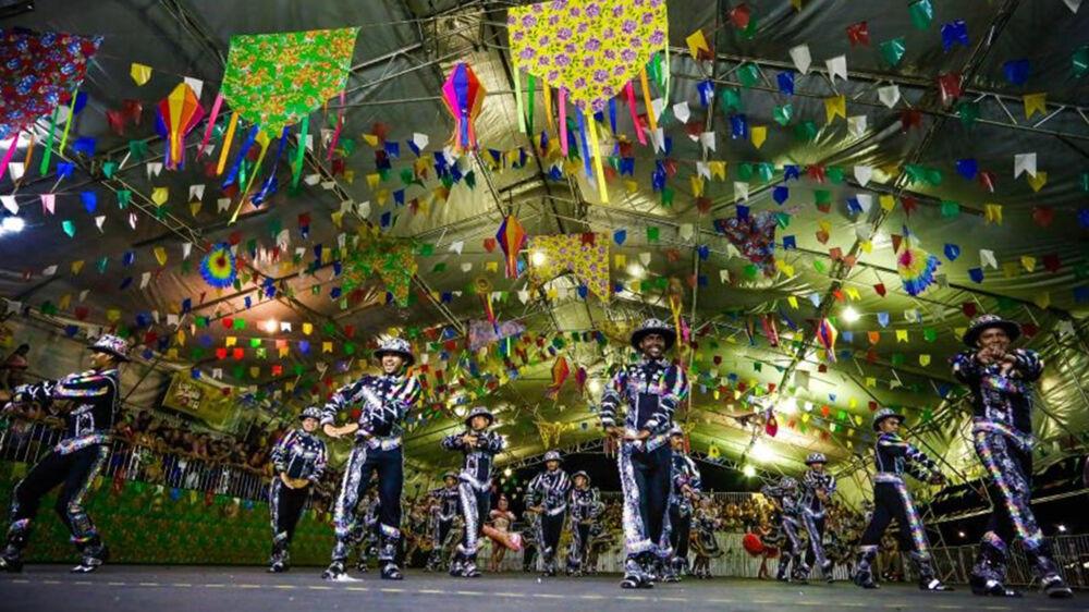São João é uma festividade que veio da Europa e se misturou com a cultura brasileira. Hoje é umas manifestações mais autênticas da cultura popular do país.