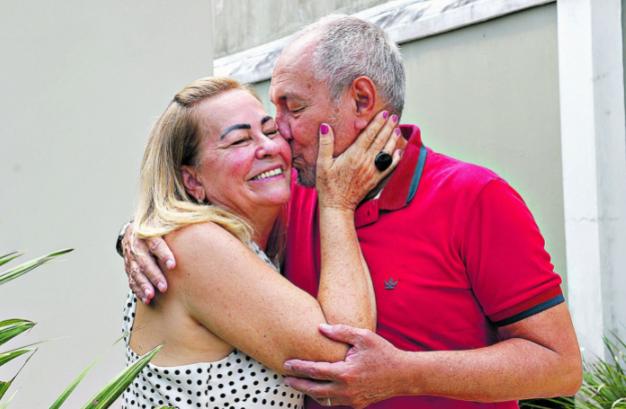 Maria e Eduardo estão juntos há 43 anos e vivem um relacionamento baseado no companheirismo diário.