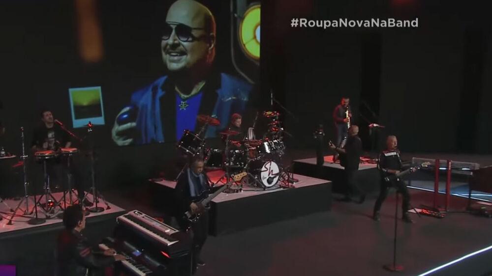 """Homenagem aconteceu durante apresentação da música """"Os Corações Não São Iguais"""""""