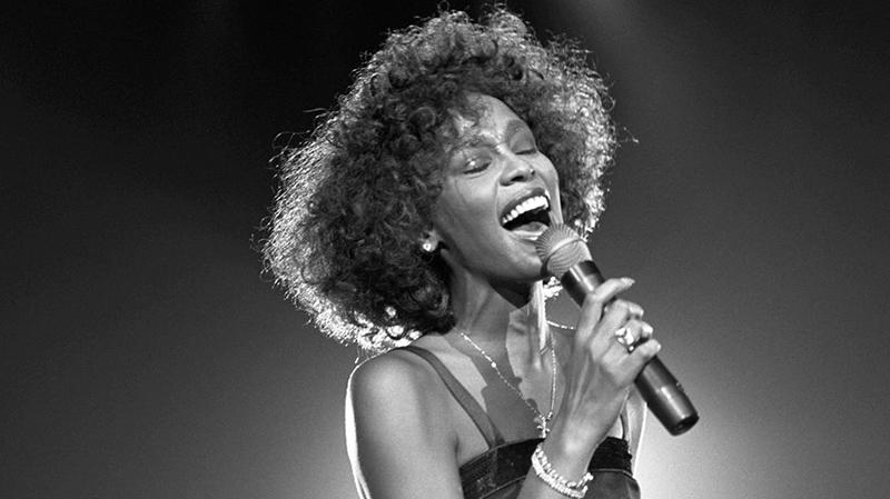 Whitney morreu em 2012 e agora terá show via holograma