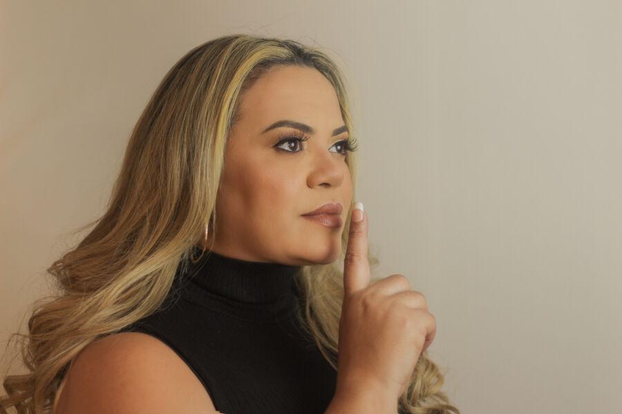 """Imagem ilustrativa da notícia: Alê Navegantes lança single """"Tudo vale a pena""""; conheça!"""