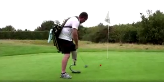 Imagem ilustrativa da notícia: Vídeo: amputado faz história em campeonato de speed golf