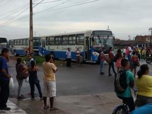 Rodoviários fecham BR-316 em protesto
