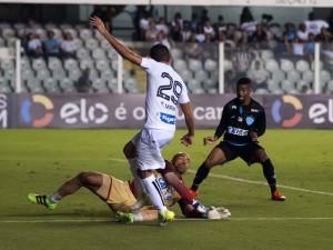 Paysandu vai até a Vila, mas Santos arranca vitória