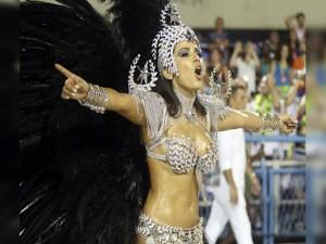 Musas dão show em desfiles no Rio