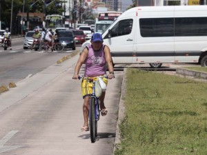 Os perigos de pedalar no BRT