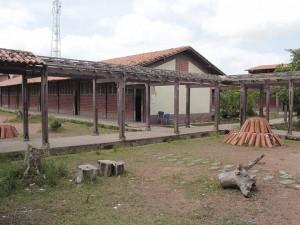 Escola Estadual Santa Luzia está abandonada