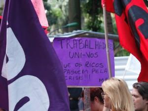 Manifestantes protestam contra o governo e pedem Diretas