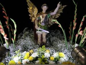 Devotos celebram São Miguel Arcanjo