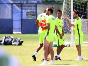 Goiás treina no Baenão antes de enfrentar o Paysandu