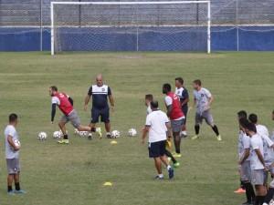 Canindé comanda treino após estreia com derrota