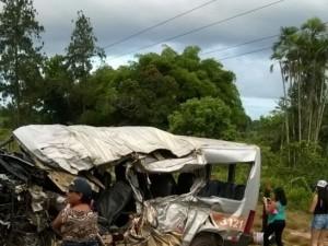 Acidente deixa dois mortos e nove feridos na PA-320