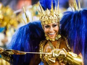 Famosas esbanjam beleza no 2º dia do Carnaval
