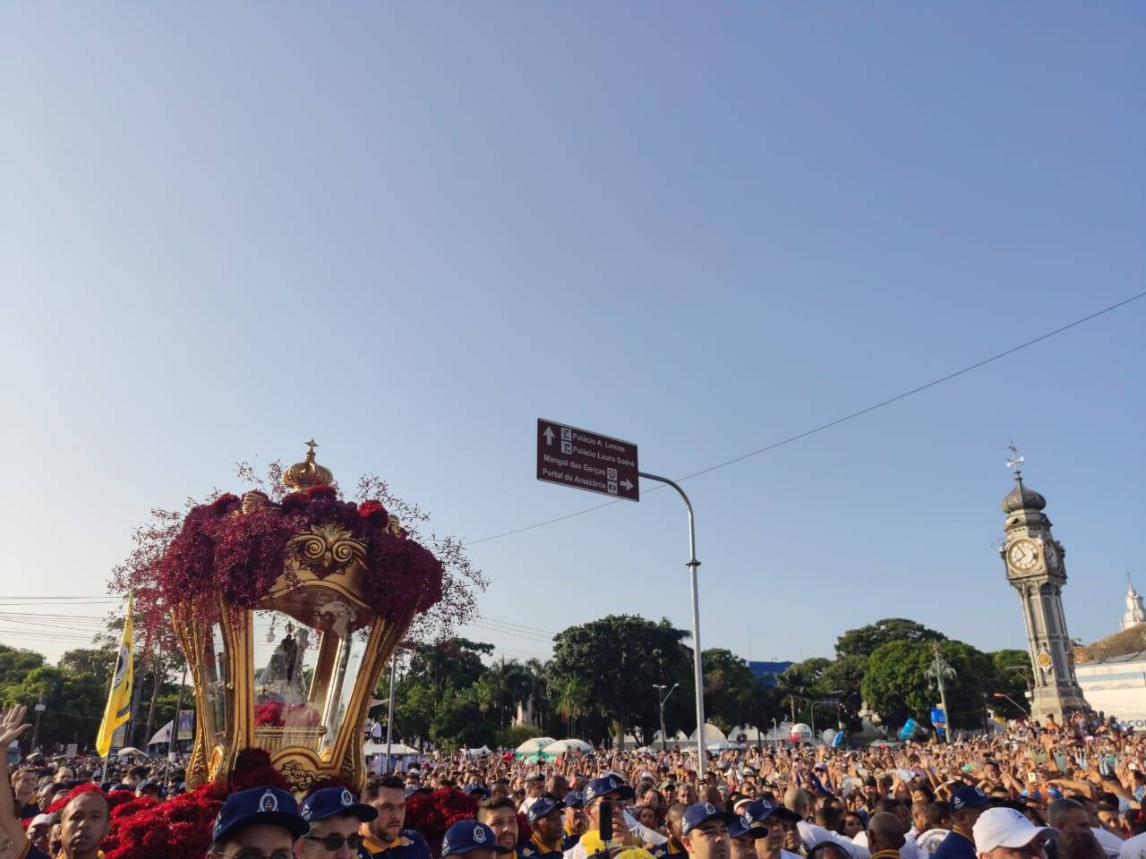 Praça do Relógio - Procissão vai pela Rua Boulevard Castilho França, Avenida Presidente Vargas, Avenida Nazaré, terminando na Praça Santuário.