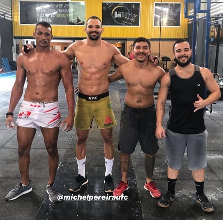 Michel Demolidor em dia de treino em Belém, ao lado do  Igor, do coach Tadeu e do lutador Rubinho.