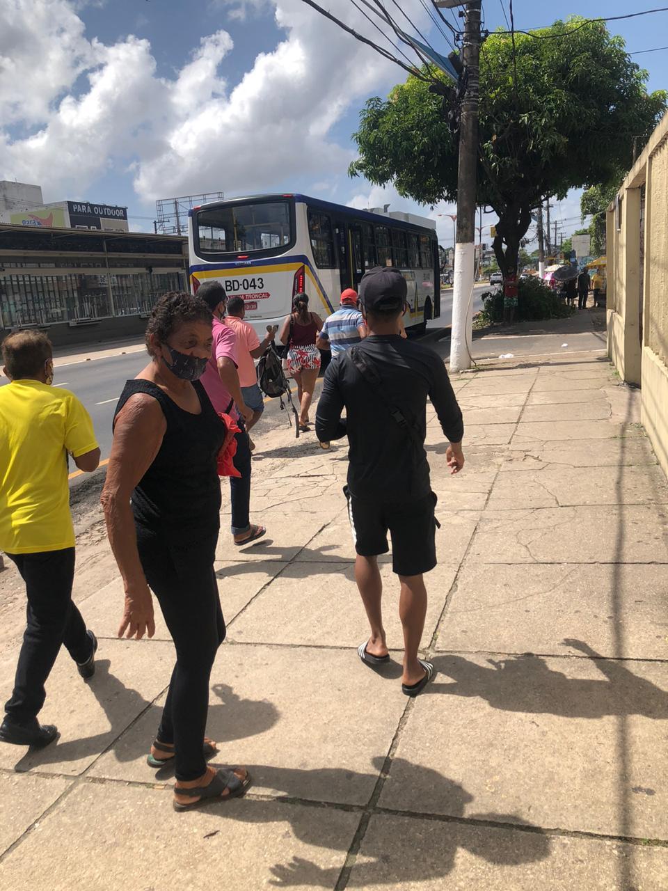 """População teve que passar para um ônibus da linha """"Troncal"""""""