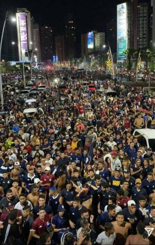 Milhares de torcedores lotaram as Docas. Atletas foram vistos sem máscara passeando em meio aos torcedores.
