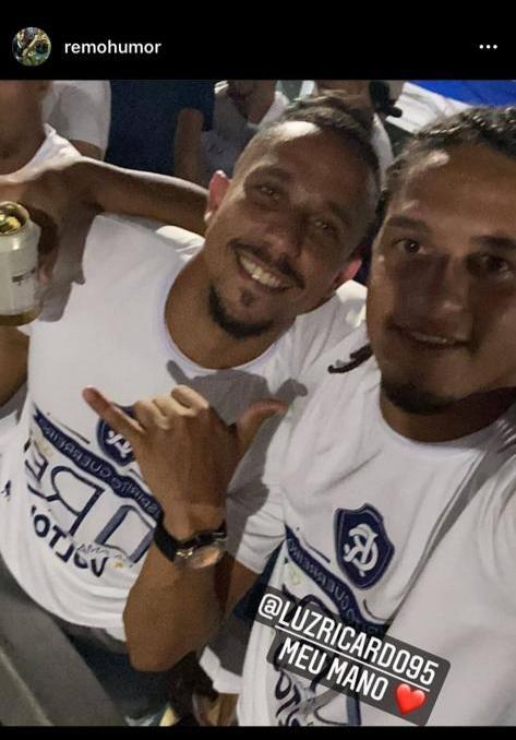 Fredson e Gedoz bebendo durante as comemorações.